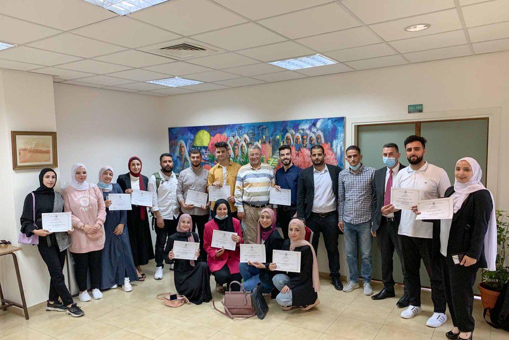 الأولى وطنيًا عن فئة الجامعات: أ.د. عماد أبو كشك يكرم الشركة الطلابية Clean PalCo ويبحث سبل دعم المشروع